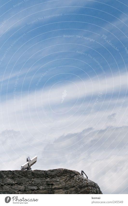 Himmelwärts schauen möglich Tourismus Ausflug Sightseeing Wolken Sonnenlicht Sommer Schönes Wetter Mauer Wand Fernglas Teleskop blau weiß Aussichtsturm