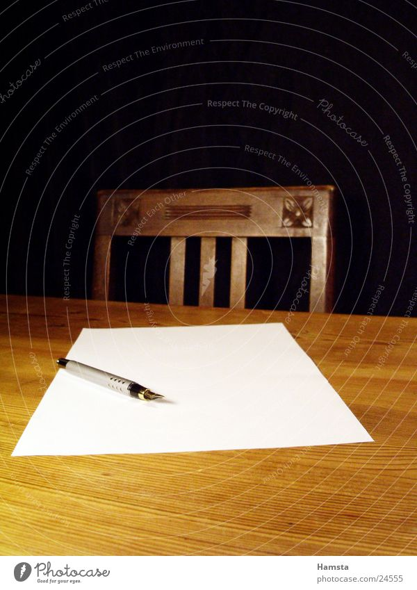 schreib mal wieder Tisch Schreibstift gelb braun Physik Häusliches Leben Stuhl Wärme schreiben leeres Blatt Business