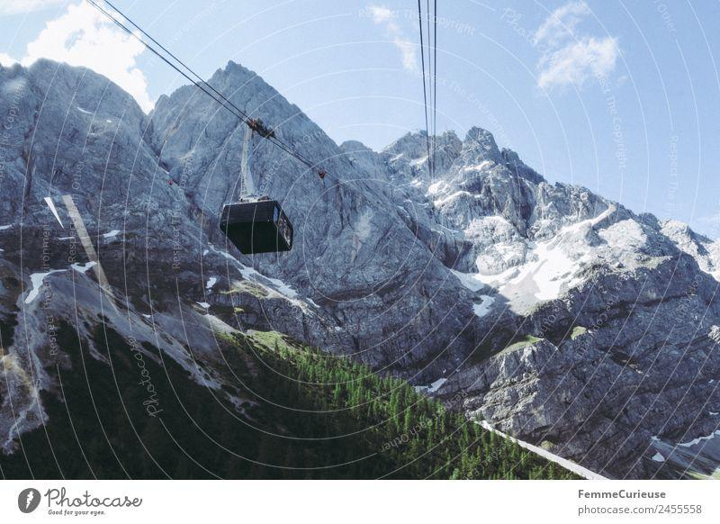 Gondola in the alps Natur Abenteuer Gondellift Riesenrad Seilbahn Alpen Berge u. Gebirge Sonnenstrahlen Farbfoto Außenaufnahme Tag Vogelperspektive