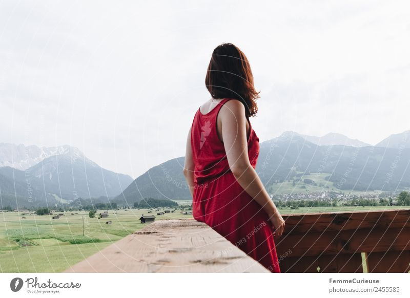 Young woman enjoying the view of the alps from a balcony feminin Junge Frau Jugendliche Erwachsene 1 Mensch 18-30 Jahre 30-45 Jahre Natur Erholung