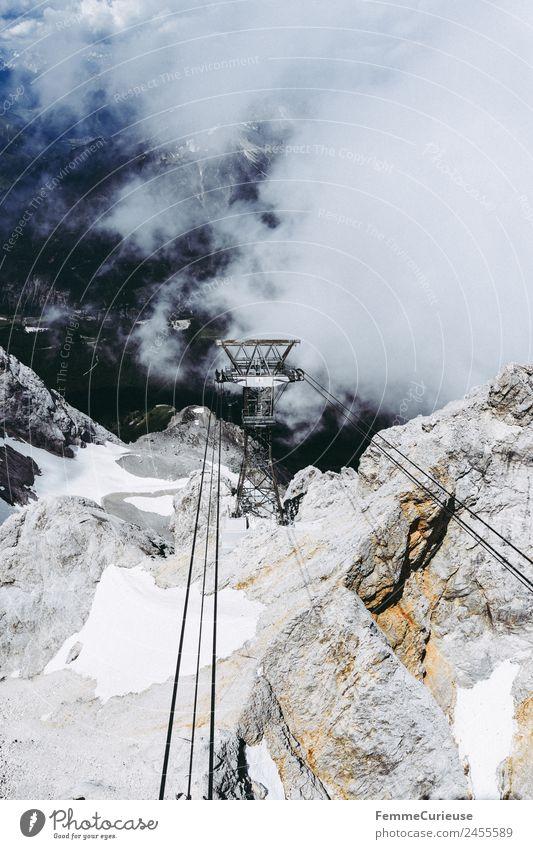 Ropes of a cable car in the alps Natur Abenteuer erleben Seilbahn Gondellift Riesenrad Alpen Stein Wolken Nebel beeindruckend Reisefotografie
