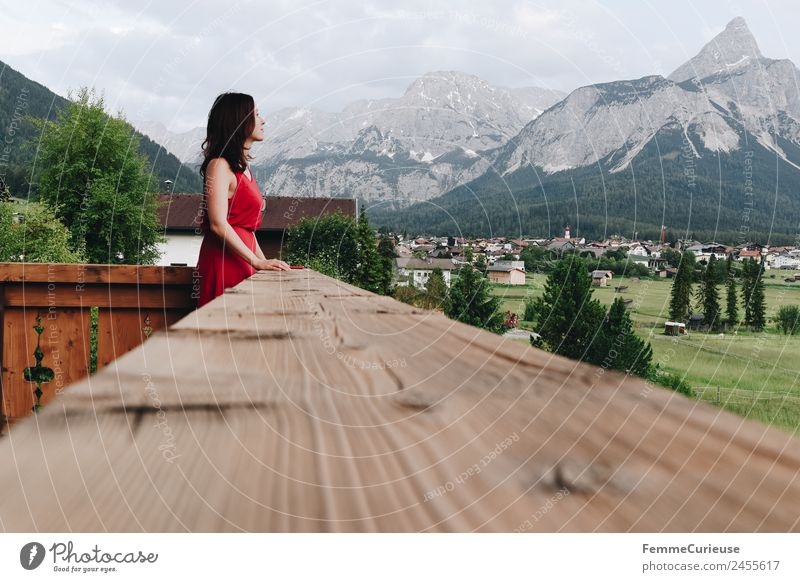 Young woman on the balcony who enjoys the view of the mountains feminin Junge Frau Jugendliche Erwachsene 1 Mensch 18-30 Jahre 30-45 Jahre Natur Landschaft