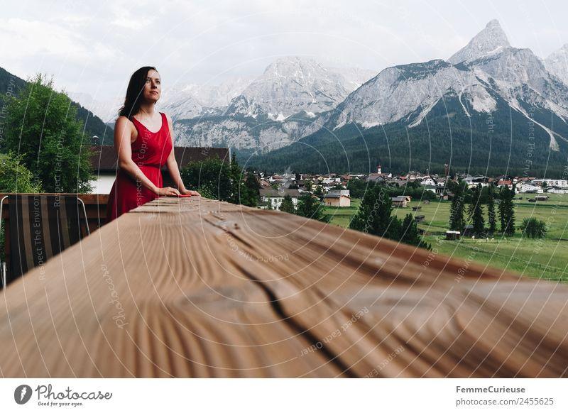 Young woman enjoying the view of the alps from a balcony feminin Junge Frau Jugendliche Erwachsene 1 Mensch 18-30 Jahre 30-45 Jahre Erholung Balkon Aussicht