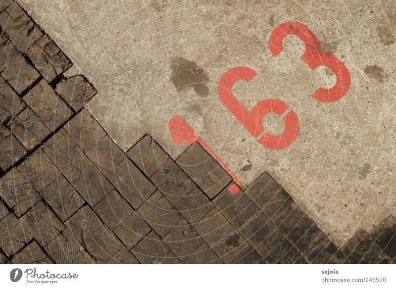 163 rot Holz braun ästhetisch Boden Bodenbelag Ziffern & Zahlen diagonal Parkplatz Parkplatznummer Bodenmarkierung