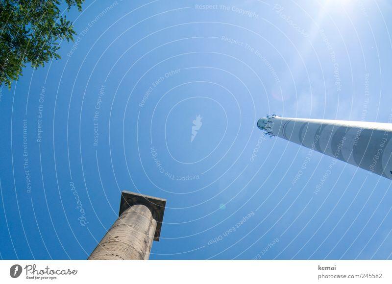 Getürmte Gegensätze Himmel Natur alt Baum Pflanze Sommer Blatt Tier hoch groß Turm Schönes Wetter Säule Schornstein gigantisch Heizkraftwerk