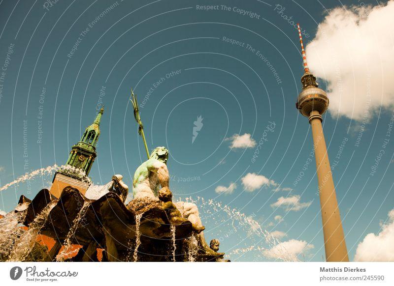 Berlin Lifestyle Tourismus Ausflug Sommer Sommerurlaub Häusliches Leben Berliner Fernsehturm Neptunbrunnen Stadt Hauptstadt Stadtzentrum Sehenswürdigkeit
