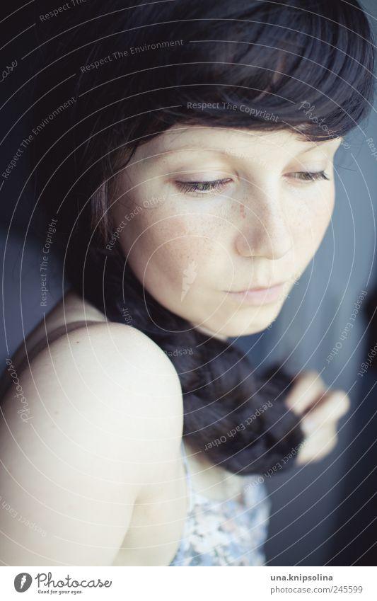 197105 Frau Mensch Jugendliche ruhig feminin Haare & Frisuren träumen Denken Erwachsene berühren festhalten langhaarig Pony Zopf schwarzhaarig