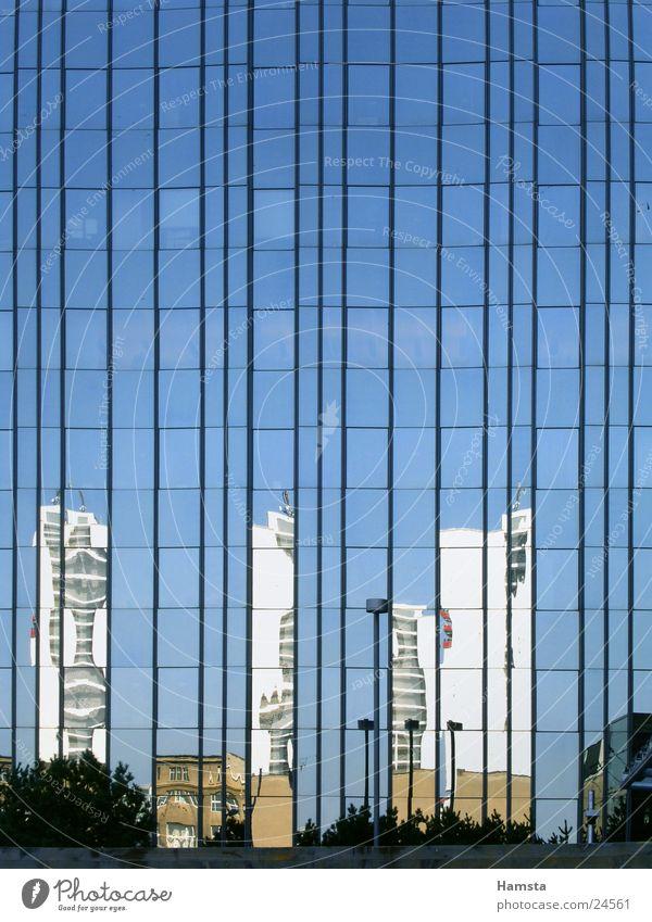 Glas und Licht3 Reflexion & Spiegelung Haus Gebäude Fassade Fenster Lichtbrechung Architektur Farbe modern Graffiti Axel Springer Berlin