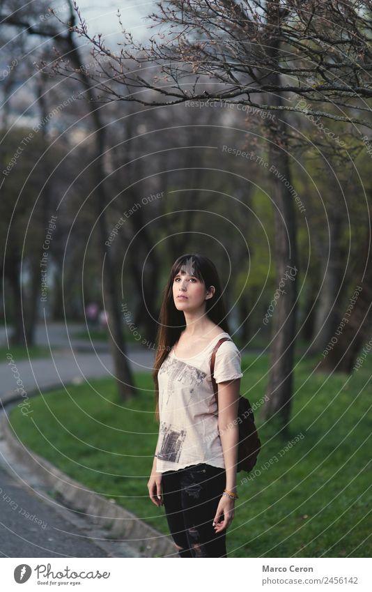 Frau Mensch Natur Ferien & Urlaub & Reisen Jugendliche Sommer Pflanze schön grün Baum Erholung Einsamkeit ruhig 18-30 Jahre Erwachsene Lifestyle