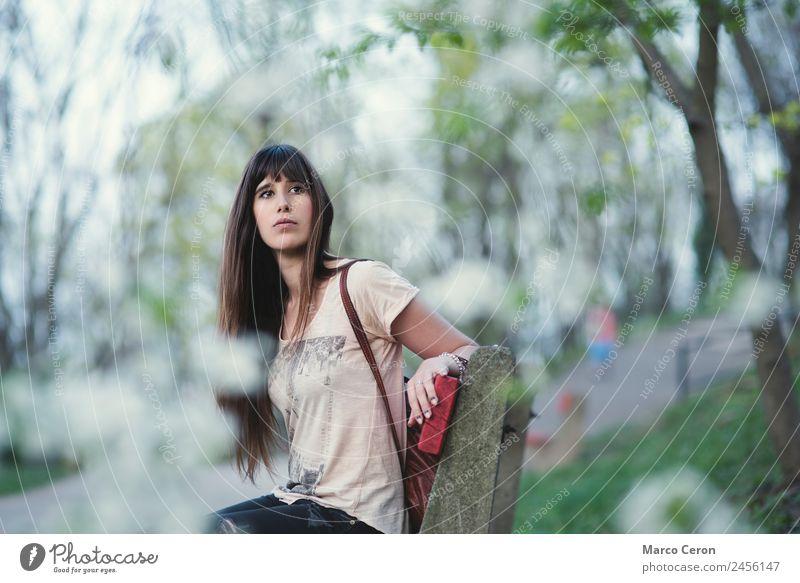 Frau Mensch Natur Ferien & Urlaub & Reisen Jugendliche Sommer Pflanze schön grün weiß Blume Erholung Einsamkeit ruhig 18-30 Jahre Erwachsene