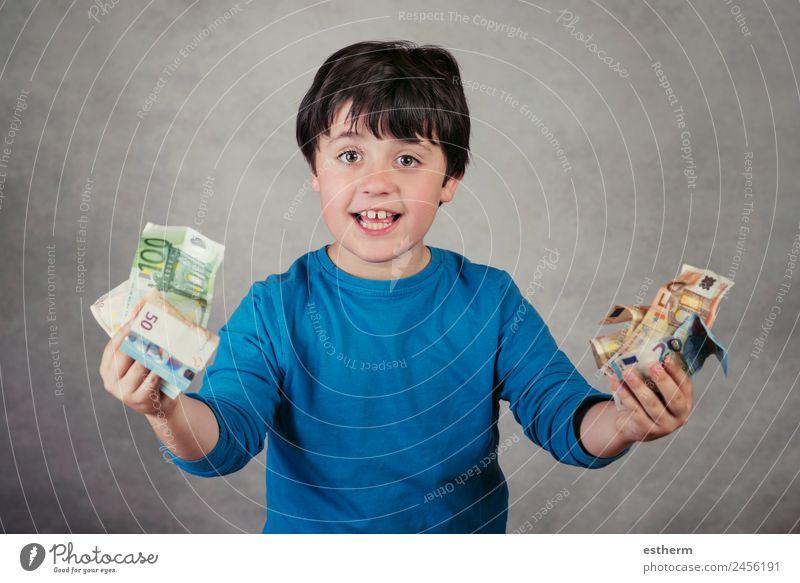 lächelnder Junge mit Euro-Scheinen Lifestyle kaufen Freude Glück Geld Kind Arbeit & Erwerbstätigkeit Wirtschaft Kapitalwirtschaft Geldinstitut Business Mensch
