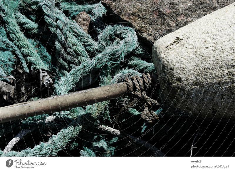 Svanhalla alt weiß ruhig schwarz grau Stein Seil trist nah natürlich Hafen Dinge Material Knoten friedlich Feierabend