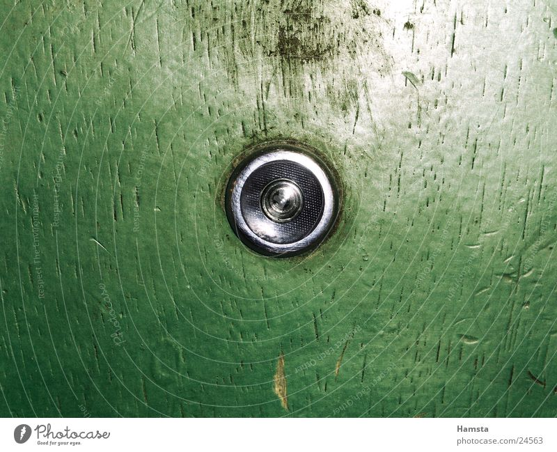 Wer da? Loch Neugier Durchblick Sicherheit Häusliches Leben Spitzel Tür Nahaufnahme Wohnungstür Blick