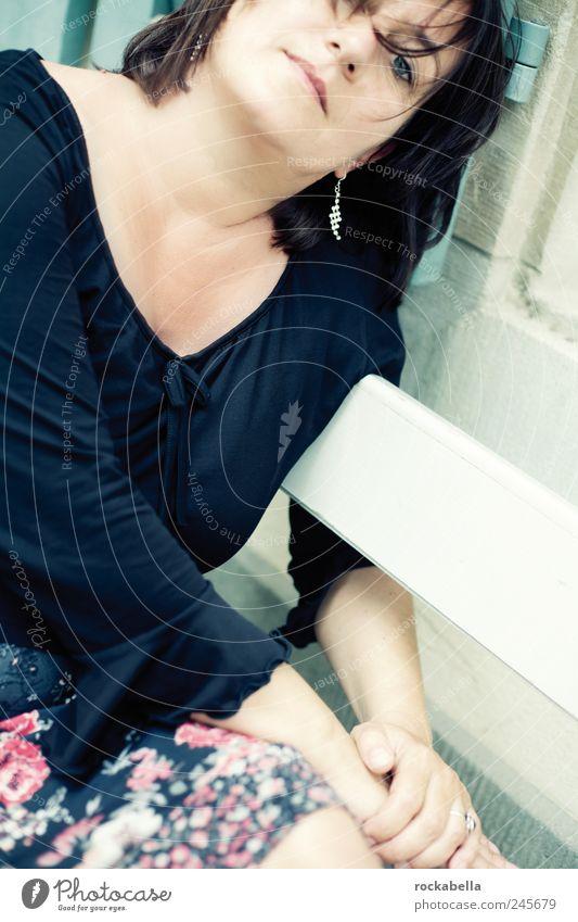 frollein b. feminin Frau Erwachsene 1 Mensch 30-45 Jahre schwarzhaarig ästhetisch elegant schön Glück Zufriedenheit Lebensfreude Verschwiegenheit Warmherzigkeit