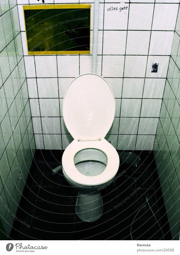 Toilette Bad Häusliches Leben Fliesen u. Kacheln Sitzgelegenheit Gully spülen