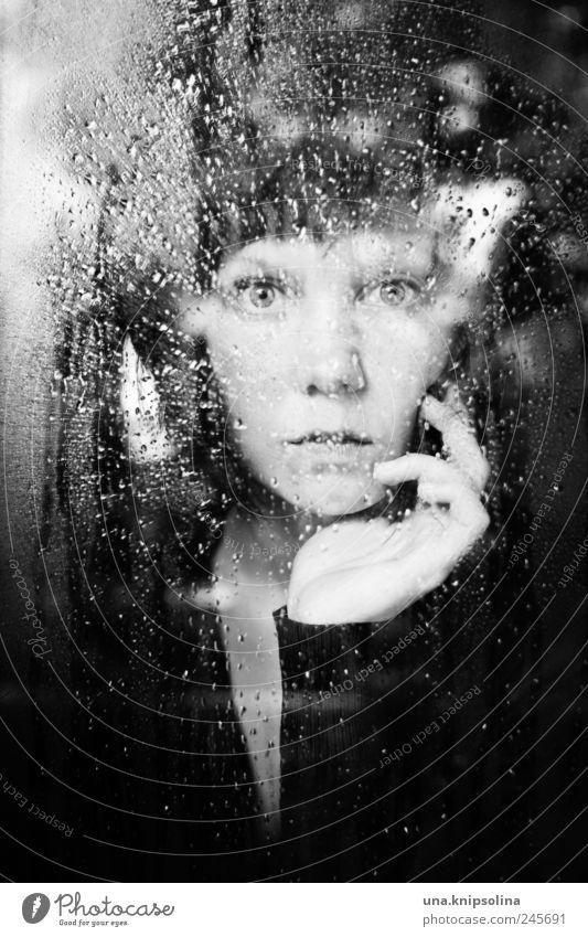 fünf.hundert feminin Junge Frau Jugendliche Erwachsene 1 Mensch 18-30 Jahre Umwelt Wetter schlechtes Wetter Regen Fenster Glas berühren glänzend Blick träumen