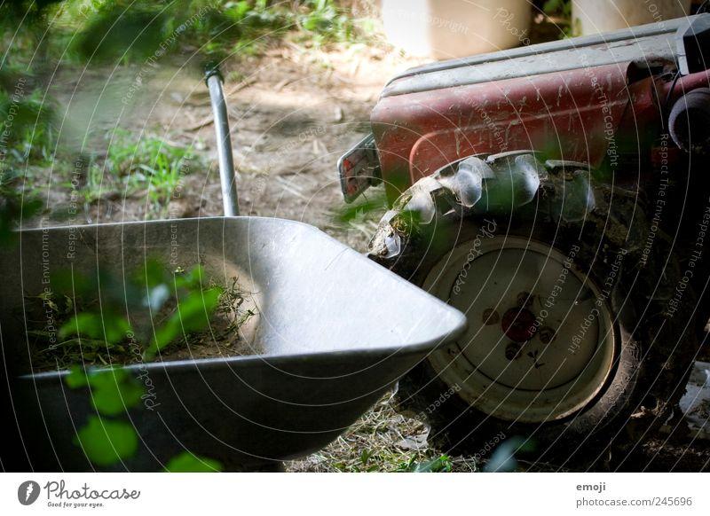 Bauernhof Beruf Landwirtschaft Forstwirtschaft Werkzeug Natur alt Traktor Traktorrad Schubkarre natürlich ländlich Arbeitsplatz Farbfoto Außenaufnahme