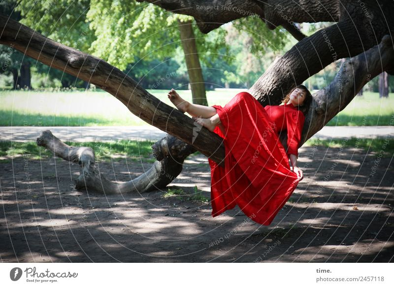 Ulreka feminin Frau Erwachsene 1 Mensch Schönes Wetter Baum Park Dresden Kleid brünett langhaarig Erholung liegen schlafen träumen schön Glück Zufriedenheit