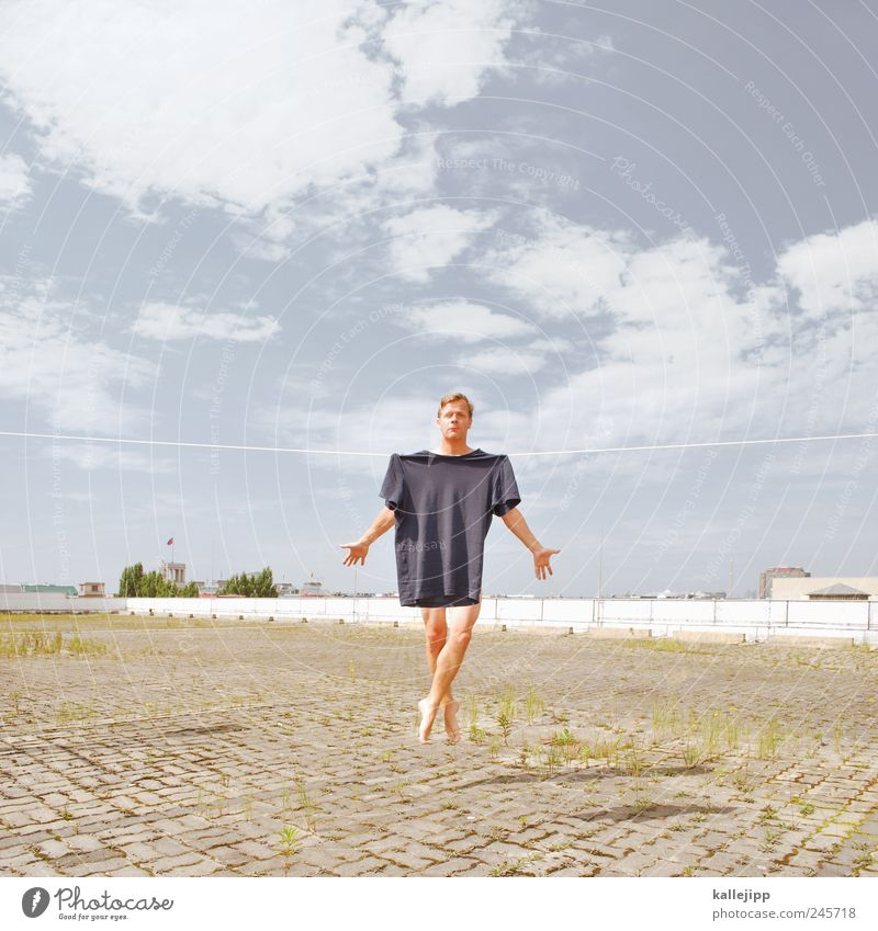 weichspüler Mensch Mann Erwachsene Leben springen lustig Haut maskulin T-Shirt Kleid Schnur Kreativität hängen Balletttänzer trocknen Textilien