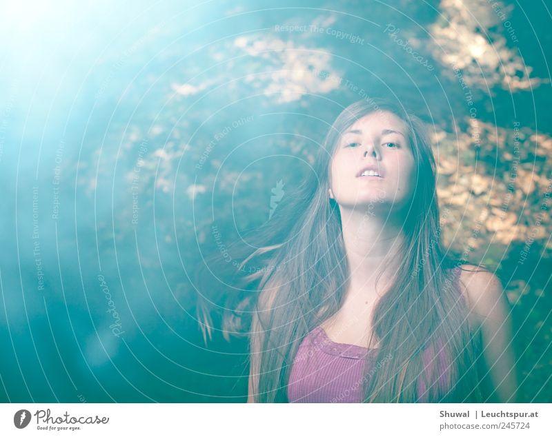 and 1ce again Mensch Jugendliche feminin Gefühle Haare & Frisuren Erwachsene Stimmung Tanzen ästhetisch violett brünett Lebensfreude 18-30 Jahre Leichtigkeit langhaarig Junge Frau