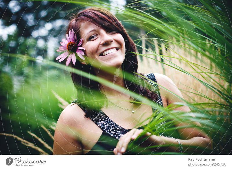 * Lifestyle Freude Glück schön Leben harmonisch Wohlgefühl Zufriedenheit Sommer Mensch feminin Junge Frau Jugendliche 1 18-30 Jahre Erwachsene Natur Pflanze