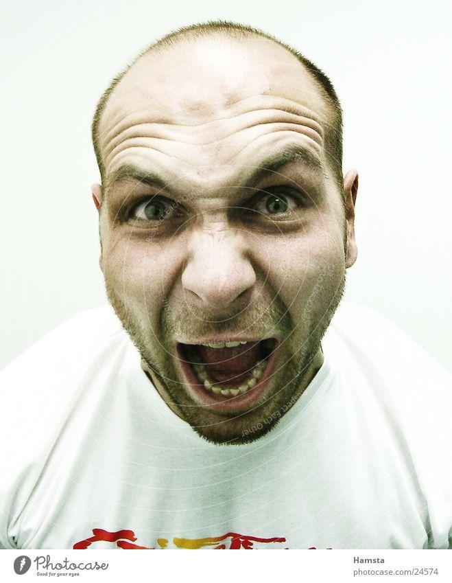 Boeser Patient Mensch Wut schreien Gesichtsausdruck Aggression laut Ausbruch