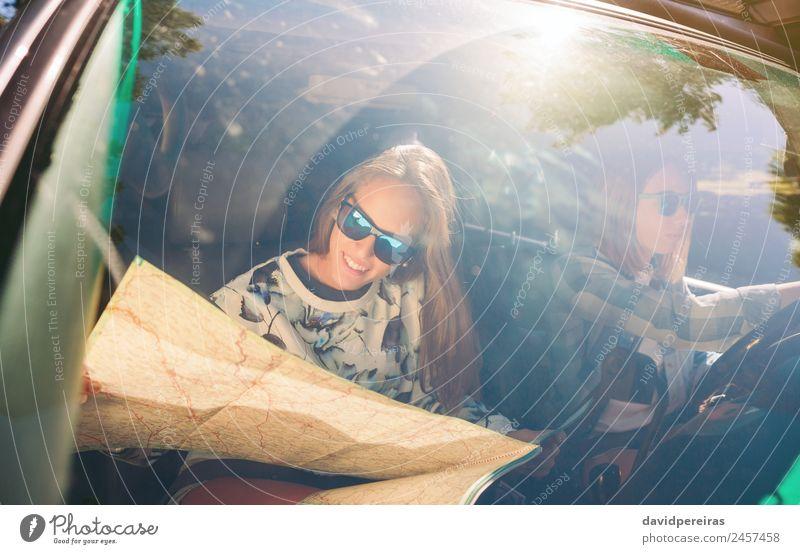 Frau Mensch Ferien & Urlaub & Reisen Jugendliche schön Freude Straße Erwachsene Lifestyle Liebe Glück Paar Zusammensein Freundschaft Ausflug Freizeit & Hobby