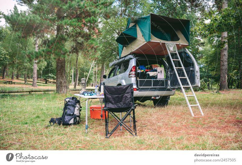 Geländefahrzeug 4x4 mit Zelt im Dach bereit zum Campen Kaffee Lifestyle Freude Erholung Freizeit & Hobby Ferien & Urlaub & Reisen Tourismus Ausflug Abenteuer