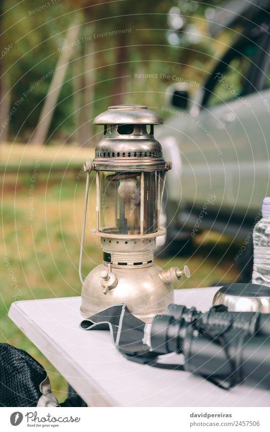 Nahaufnahme der Öllampe über dem Campingtisch Lifestyle Freude Erholung Freizeit & Hobby Ferien & Urlaub & Reisen Tourismus Ausflug Abenteuer Sommer