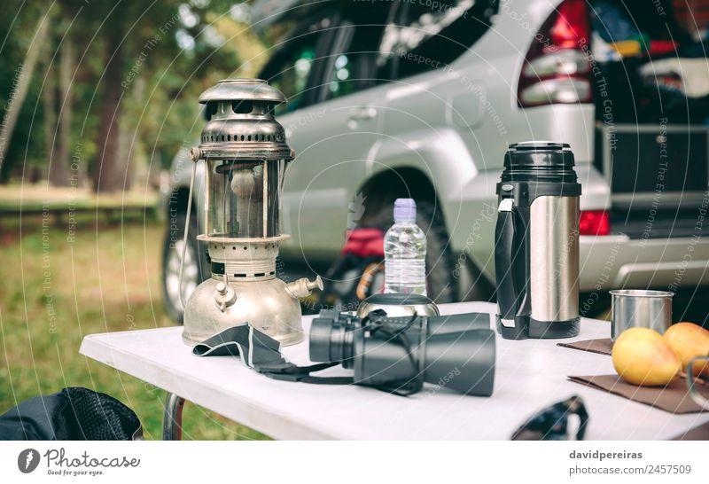 Öllampe, Thermoskanne und Fernglas über dem Campingtisch Frucht Kaffee Lifestyle Freude Erholung Freizeit & Hobby Ferien & Urlaub & Reisen Tourismus Ausflug