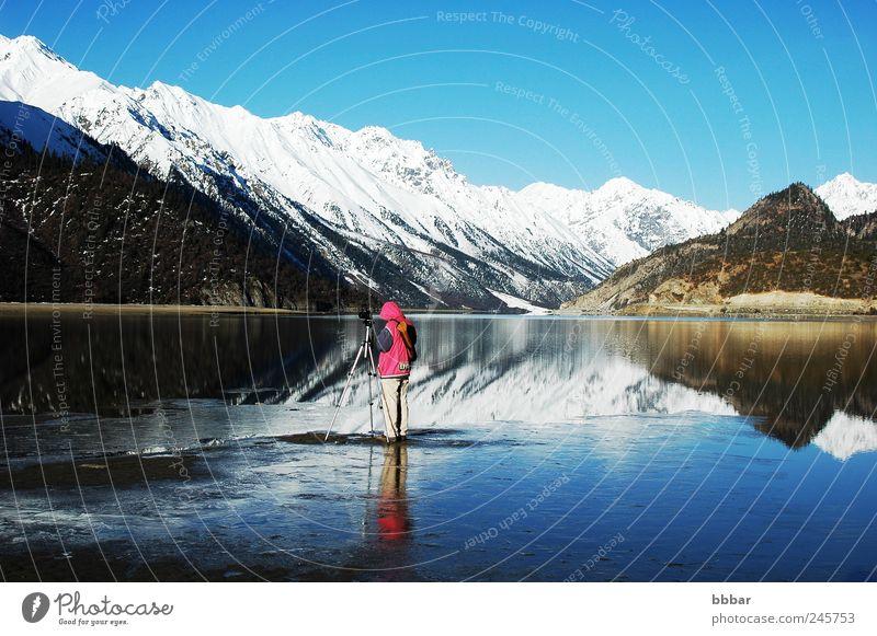 Mensch Himmel Natur Wasser blau Ferien & Urlaub & Reisen Winter Erwachsene Schnee Umwelt Landschaft Berge u. Gebirge See Park Wetter Eis