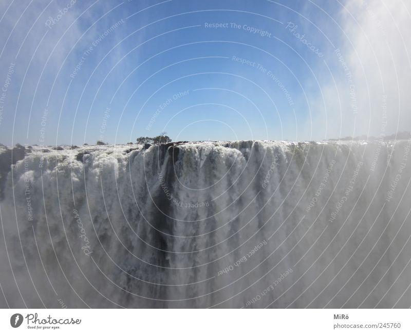 Massiver Wasserfall Natur Wolkenloser Himmel Schönes Wetter Victoria Fälle gigantisch nass blau Umwelt Farbfoto Außenaufnahme Menschenleer Tag Sonnenlicht