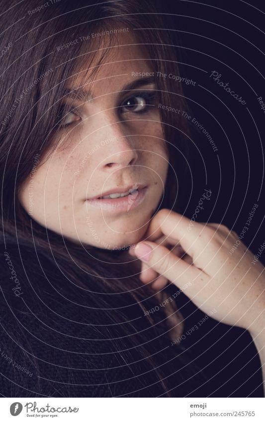und wann wird das sein? feminin Junge Frau Jugendliche Kopf Gesicht Hand 1 Mensch 18-30 Jahre Erwachsene Pullover brünett langhaarig schön einzigartig schwarz