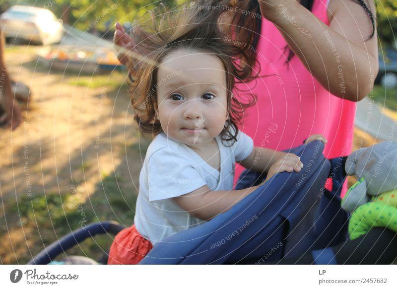 Mama macht mir die Haare. Lifestyle elegant Stil Freude schön Haare & Frisuren Spielen Kindererziehung Bildung Mensch Baby Eltern Erwachsene Mutter Geschwister