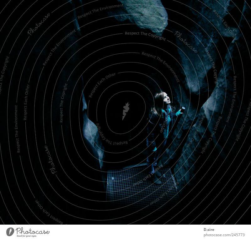 Against The Light Mensch Natur blau weiß schwarz ruhig Ferne dunkel grau Erde Kraft Felsen wandern Abenteuer einzigartig Urelemente