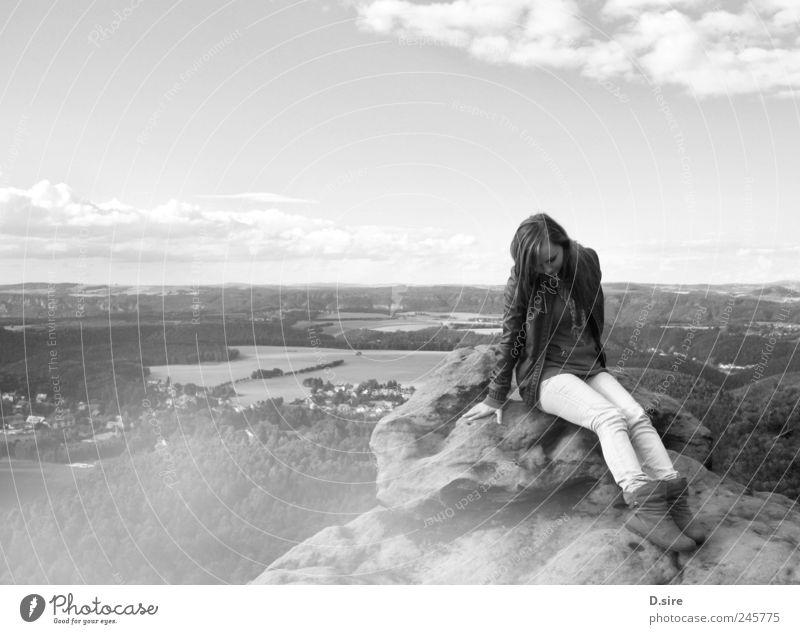 See me Mensch Himmel Natur Jugendliche weiß Wolken schwarz ruhig Landschaft feminin Berge u. Gebirge Glück Junge Frau Felsen Zufriedenheit Feld
