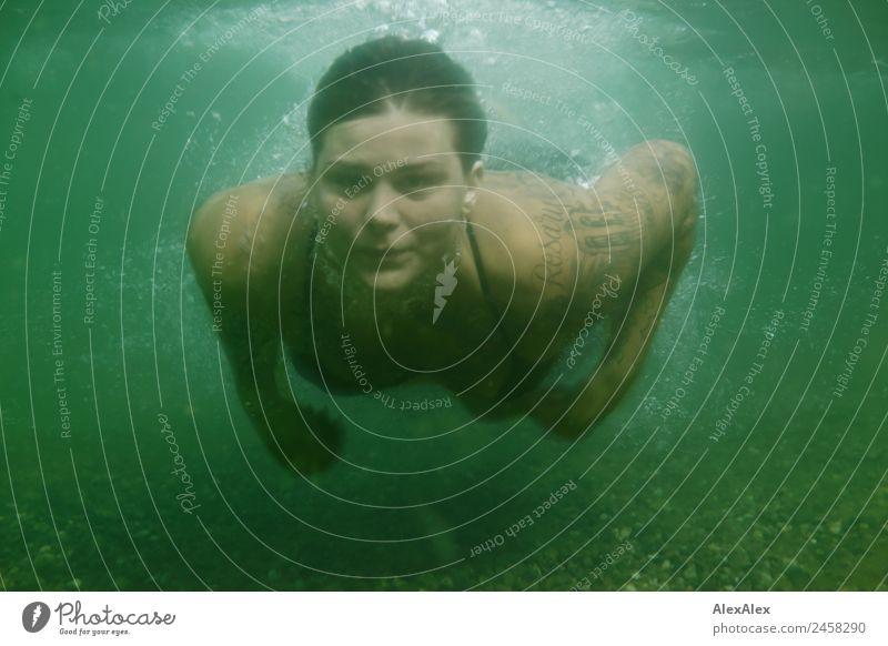 Frau taucht unterwasser Jugendliche Junge Frau schön Wasser Freude 18-30 Jahre Gesicht Erwachsene Lifestyle Leben Sport Stil See blond Kraft ästhetisch