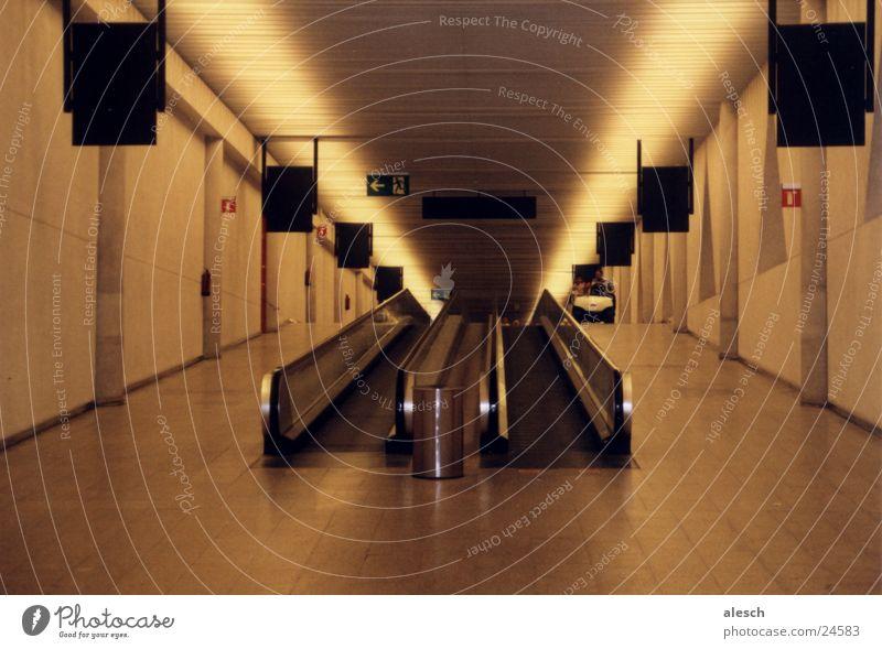 Flughafen Ferien & Urlaub & Reisen Flugzeug Luftverkehr Landebahn