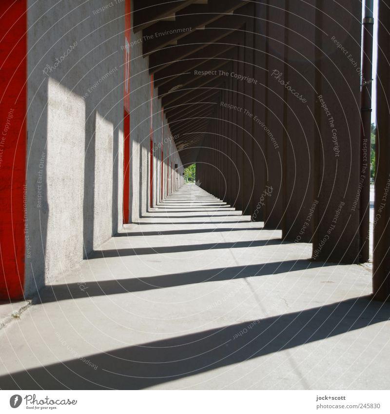 Kolonnade im Schein Wege & Pfade leuchten Kraft modern Perspektive ästhetisch Beton Warmherzigkeit Streifen Bauwerk lang Reihe Irritation Sammlung eckig