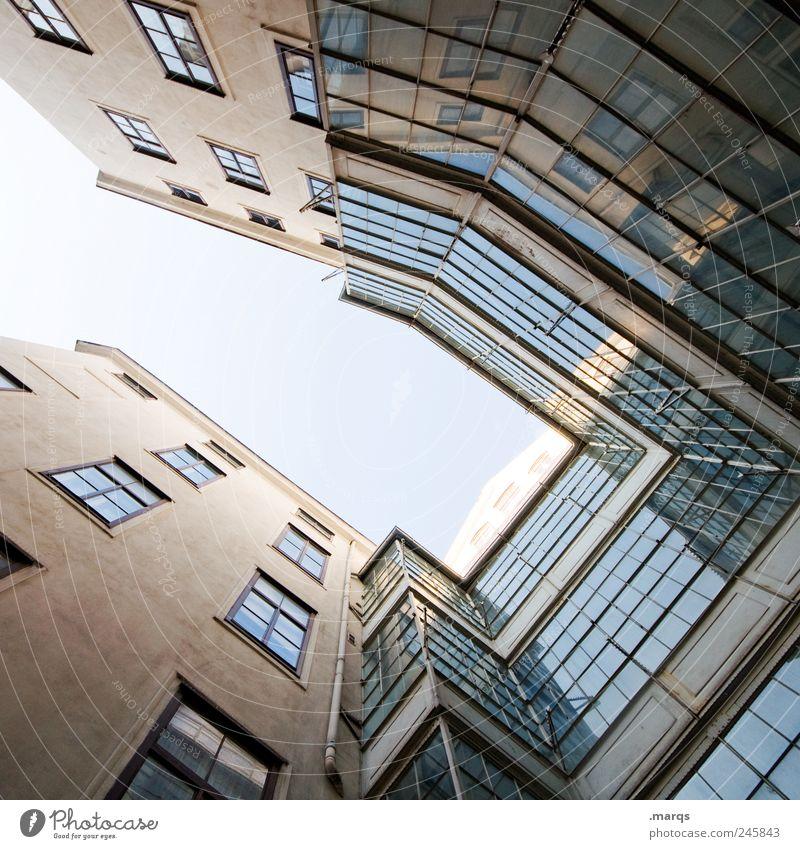 Glashaus Häusliches Leben Haus Wolkenloser Himmel Bauwerk Gebäude Architektur Fassade Fenster eckig hoch einzigartig modern Perspektive aufstrebend himmelwärts