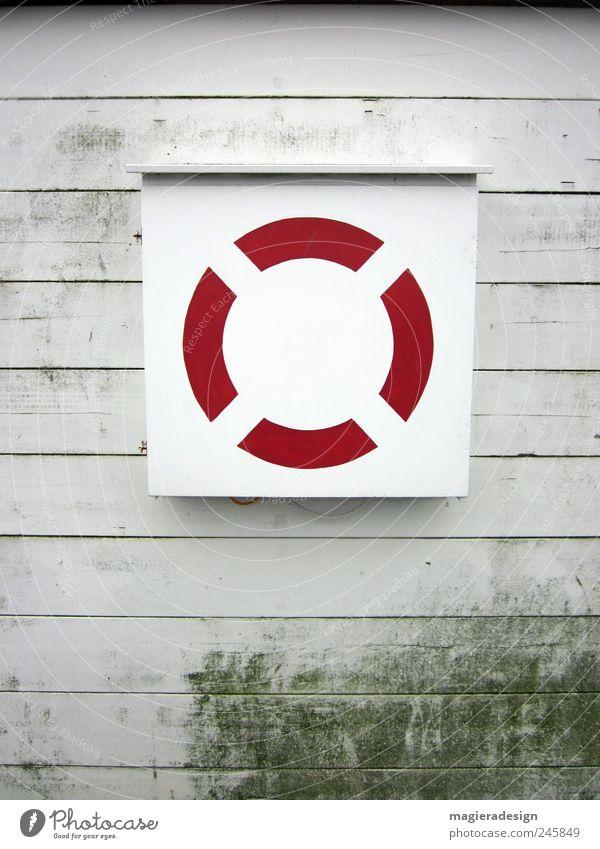 Liebesrettung Holz rund trist rot weiß ästhetisch Hilfsbereitschaft Überleben Farbfoto Außenaufnahme Tag