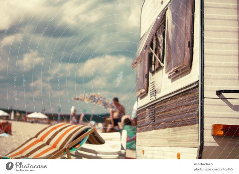 Ein gebranntes Kind wirkt mächtiger als das Wort. Sommer Ferien & Urlaub & Reisen Meer Freude Strand Erholung Freiheit Glück Stimmung Zufriedenheit Freizeit & Hobby Schwimmen & Baden Lifestyle Freundlichkeit Sonnenschirm Camping