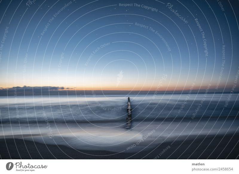 stille Nacht Landschaft Sand Wasser Himmel Wolken Nachthimmel Stern Horizont Frühling Wetter Schönes Wetter Wellen Küste Strand Ostsee dunkel maritim blau braun