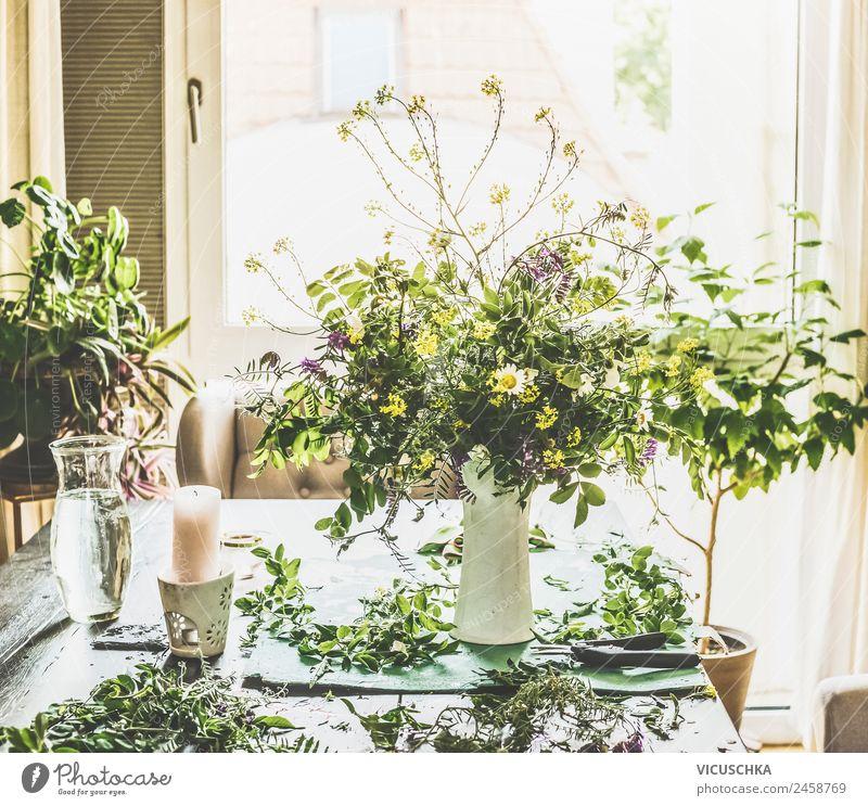 Sommerblumenstrauß mit wilden Blumen im Wohnzimmer Lifestyle Stil Design Freizeit & Hobby Häusliches Leben Wohnung Traumhaus Garten Natur Pflanze Blatt Blüte
