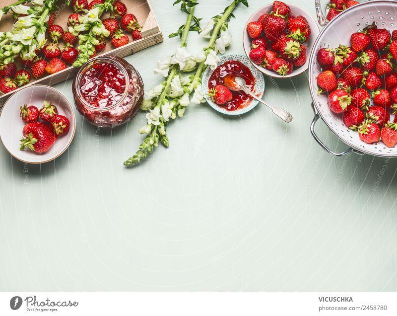 Hausgemachte leckere Erdbeeren Marmelade machen Sommer Gesunde Ernährung Gesundheit Hintergrundbild Stil Lebensmittel Häusliches Leben Design Glas Tisch Küche