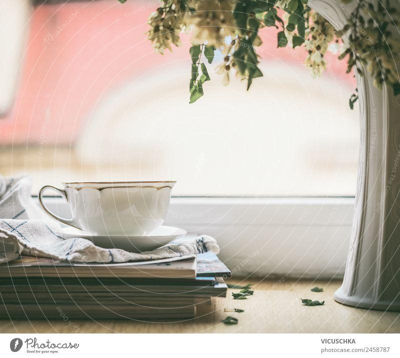 Tee Tasse am Fenster Getränk Heißgetränk Kakao Kaffee Lifestyle Stil Design Leben Erholung Sommer Winter Häusliches Leben Traumhaus Vase Stillleben