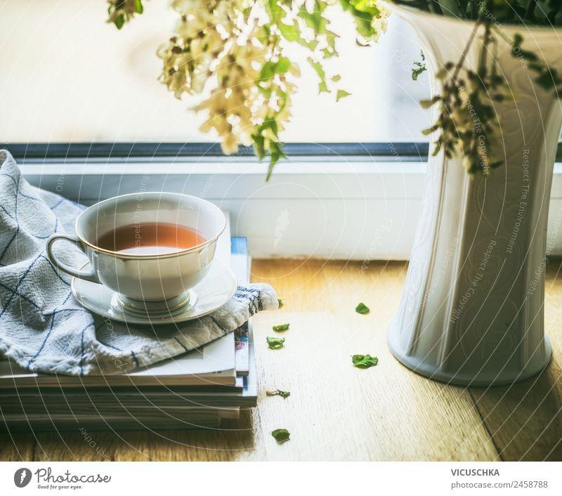 Stillleben mit Tasse Tee am Fenster Getränk Heißgetränk Lifestyle Design Leben Erholung Sommer Winter Häusliches Leben Wohnung Traumhaus Raum Blume Vase