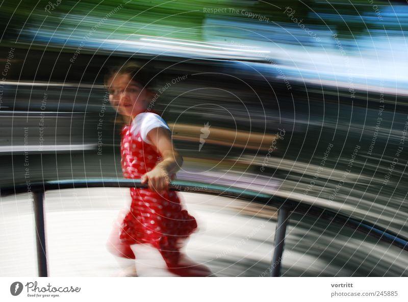 o Mensch Kind blau grün rot Mädchen Spielen grau Bewegung träumen Kindheit Freizeit & Hobby laufen rennen Kleid drehen