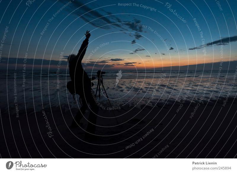 Leidenschaft Freude Sinnesorgane Ferien & Urlaub & Reisen Strand Meer Mensch maskulin Mann Erwachsene 1 45-60 Jahre Umwelt Wasser Himmel Nachthimmel Nordsee
