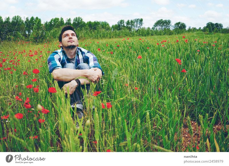 Mensch Natur Jugendliche Mann Sommer grün Junger Mann Blume Erholung Ferne Erwachsene Lifestyle Gesundheit Umwelt Frühling Stil